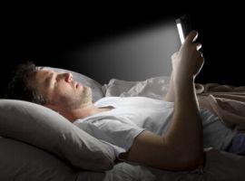 Sử dụng nhiều thiết bị điện tử ảnh hưởng xấu tới giấc ngủ