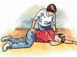 Hỏi: Sơ cứu người bị tai biến mạch máu não