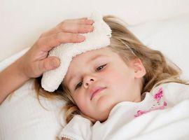 Hỏi: Mùa hè nóng, bé nhà tôi thường nằm phòng điều hòa nhưng lại hay ốm?