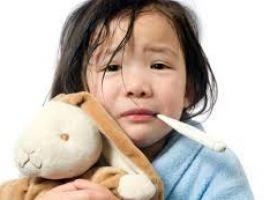 Hỏi: Con mình sắp đi nhà trẻ, nghe nói bé nào đi học cũng ốm?