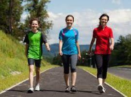 Người bị suy giãn tĩnh mạch có nên đi bộ?