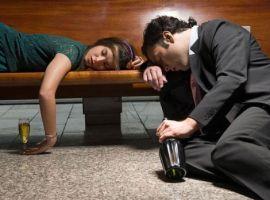 Sai lầm khi nghĩ uống rượu giúp tăng khả năng tình dục