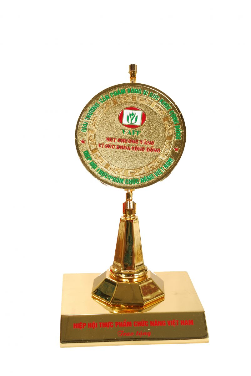 Cúp huy chương vàng vì sức khỏe                                                                       cộng đồng năm 2014